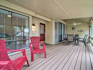 NEW! Serene Townhome w/ Porch, Walk to Lake Conroe