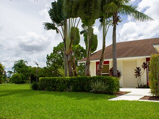 Quiet Cul-de-sac Home In Tropical Park Setting (near WEF and community pool)