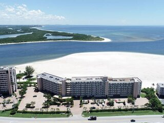 Stunning Beachfront Condo on South Estero Island! Gorgeous View! Free Parking, W