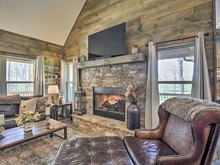 NEW! Updated Blairsville Cabin w/ Fire Pit & Deck!