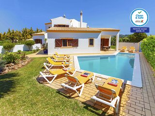 TRADITIONAL 3 BED VILLA, PRIVATE HEATABLE POOL, WIFI, A/C, CLOSE TO BEACH & GOLF