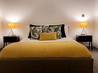 Entire Luxury Apartment Doncaster