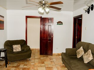 1 bedroom(2beds) 20min Alajuela Airport  Free  Continental Breakfast!
