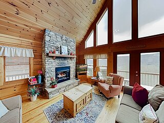 Dream Catcher Cabin at Scenic Wolf Resort | Amazing Mountain Views & Hot Tub