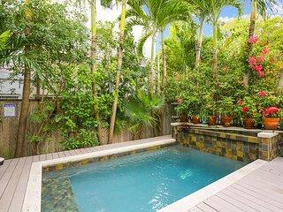 Ecco Domani Spacious, three story, private condo with private pool, downtown