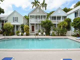 Conch Wind Private Condo, Shared Pool, Gated Community, Nestled in Old Town