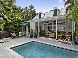 The DOLPHIN HOUSE Spacious Home, Private Pool, BBQ, Great for Families