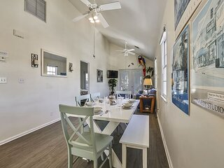 PARROT PERCH Spacious, Family Friendly, Private Balcony, Shared Pool, Modern