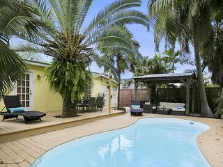 UNDER THE PALMS with a Private Pool by At Home in Key West