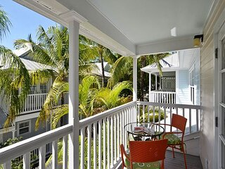 BREEZY BUNGALOW Private Cozy Home, Truman Annex, Family Friendly, Shared Pool