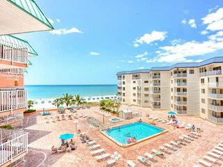 Beachfront w/ 3 Balconies, Hot Tub, Pool, W/D, Free Wi-Fi, Cable, Phone ~ 1414 B