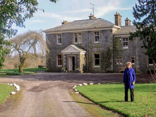 Grand country house ideal for large / family groups on the banks of River Dee.