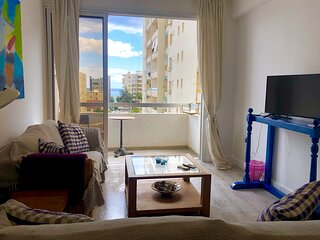 Attractive Modern 2 bed 'sleeps 4' - Near the beach/WIFI