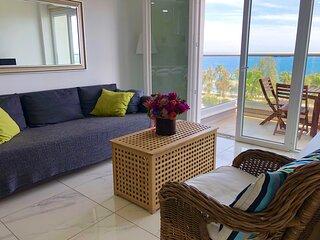 Modern 2 bedroom 'Sleeps 6' seafront, free Wifi