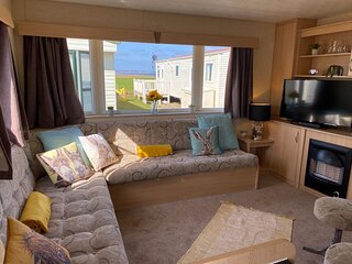 Great 6 berth caravan for hire at Barmston Beach Holiday Park ref 62026O