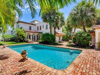 Villa Blanca | 4bd/3.5ba | Private Pool & Parking