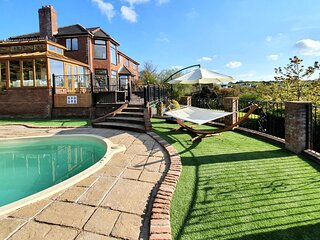 Luxury House with Private Outdoor Heated Swimming Pool, Amazing Views, Sleeps 12