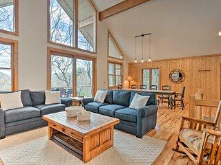 Sapphire Retreat w/ 2 Decks, Views & Resort Access