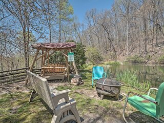 NEW! 'Magic Mountain Pond' Cottage: 1 Mi to Hiking