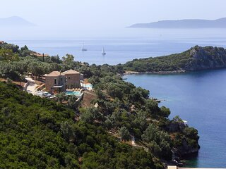 VILLAS SEA BREEZE - Brand New Villas, Direct Sea Access, Private Dock