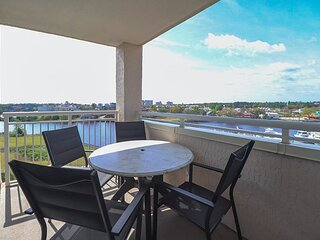 Enjoy the Magnificent Views of Waterway and City from this Spacious Condo!