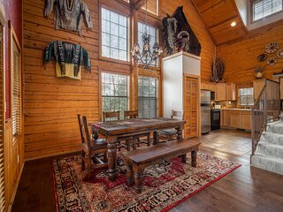 Beautiful, Native American Themed Walk-in Cabin in the Heart of Branson