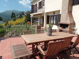 Casa preciosa con vistas espectaculares , montana, relax y familia