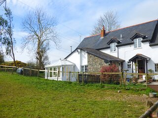 GLAN Y GORS COTTAGE, WiFi, private garden, pet-friendly, on small holding nr