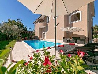 Charming 6-Bed Villa in Vižinada