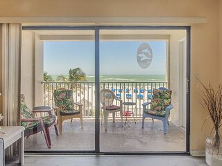 Direct Beach Front 3 Bedroom at John's Pass