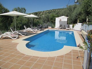 Tranquil 3 Bedroom Cottage with Private Pool and close to Iznajar