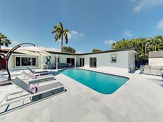 Modern Luxury Stunner | Pool, Outdoor Kitchen & Bar | Chef's Kitchen