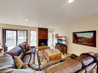Spacious Retreat w/ Multiple Living Areas, Wet Bar & Private Hot Tub