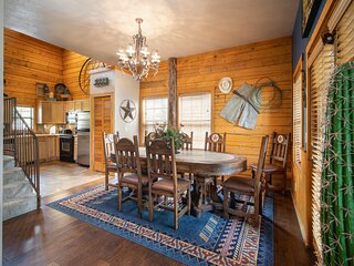Cozy Family Retreat - Walk-in Cabin near Everything Branson!