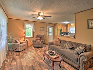 NEW! Hot Springs Hideaway w/ Deck by Nat'l Park!