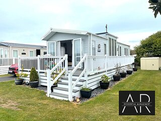 Luxury 3 bed mobile home on the sea