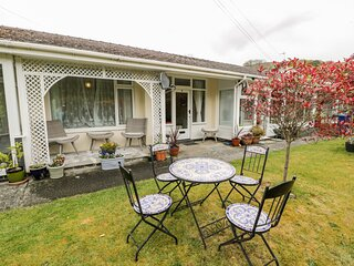 3 RIVERSIDE BUNGALOWS, single-storey property with lawned garden, off road