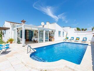 Bonita casa con piscina privada, jardin, wifi, al lado de playa y comercios