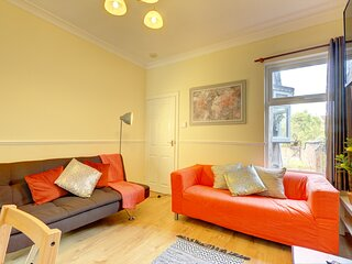 EARLSDON HOME COVENTRY - Cosy 3 Bed House by Passionfruit Properties