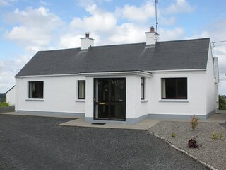 Beautiful 3-Bed House in Knock