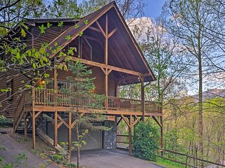 Spacious Maggie Valley Cabin w/ Hot Tub & MTN View