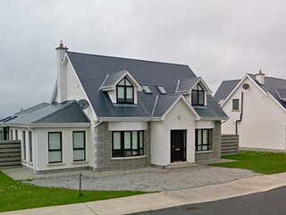 South Bay Rosslare Strand Co. Wexford - 4 Bedrooms. Sleeps 8. One Bedroom Downst
