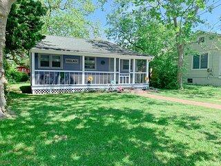 Sunshine Cottage ~ Pet Friendly! 136823