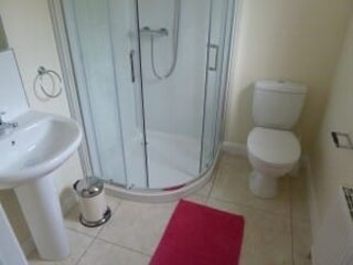 One of our en suite bathrooms