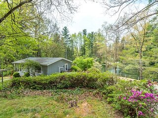 Lake View Cottage | Pet-friendly, Carolina Room with Swing & Lakeside Views!