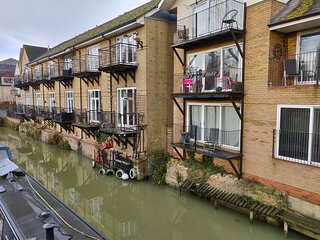 Penthouse Waterfront Apartment - St Neots