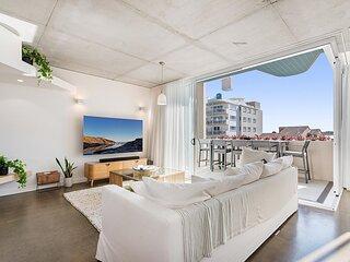 Luxury 5-floor Unit with Ocean Views near Beach