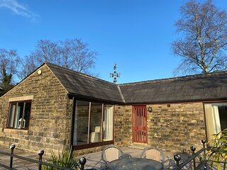 Saddleworth Cottages - Peregrine Cottage - Delightful self catering cottage