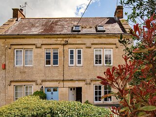 Walkley Wood Cottage, Nailsworth, Cotswolds - sleeps 4 guests  in 2 bedrooms