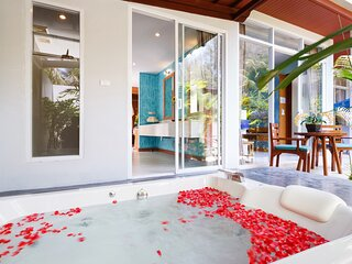 Hat Yai Villa Sleeps 4 with Air Con - 5815844